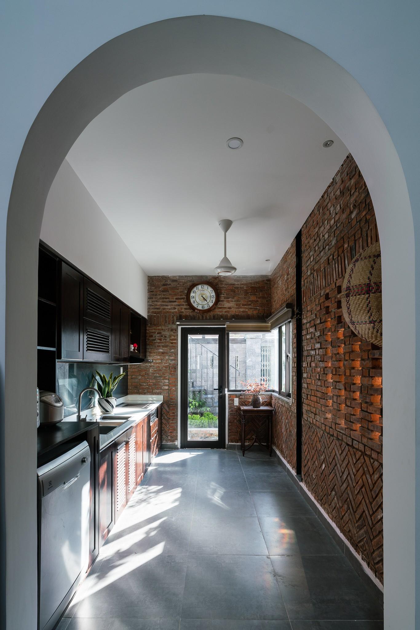 Ngôi nhà gạch 2 tầng của cặp vợ chồng già ở Đà Nẵng được tạp chí Mỹ xuýt xoa khen ngợi - Ảnh 10.