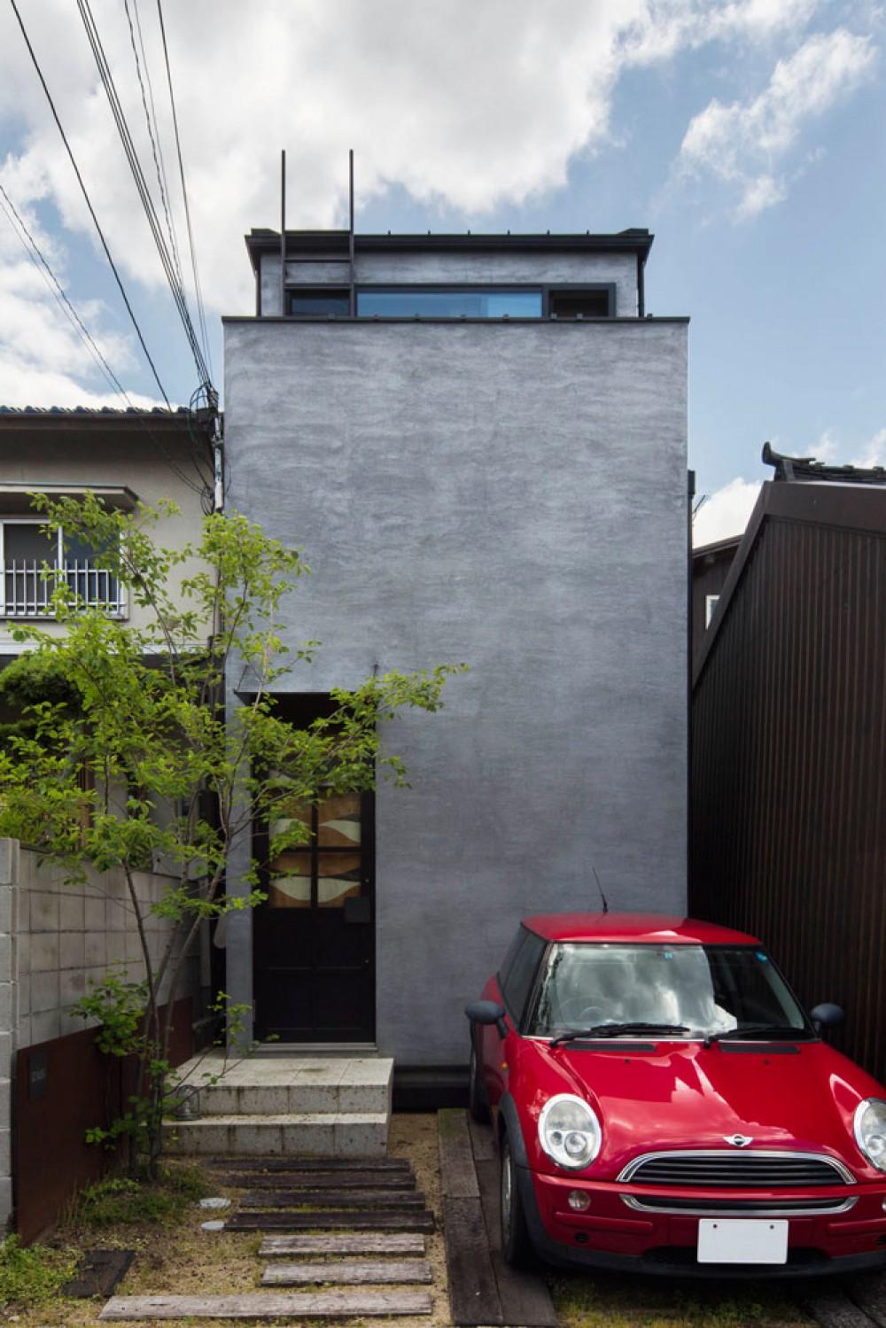 Căn nhà ống kín như bưng nhưng bên trong lại tràn ngập ánh sáng tự nhiên đến khó tin ở Nhật - Ảnh 1.