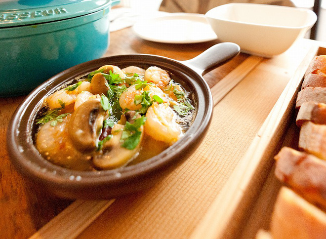 Căn hộ tối giản ngập tràn ánh sáng tự nhiên của cặp vợ chồng trẻ đam mê nấu nướng ở Nhật - Ảnh 6.