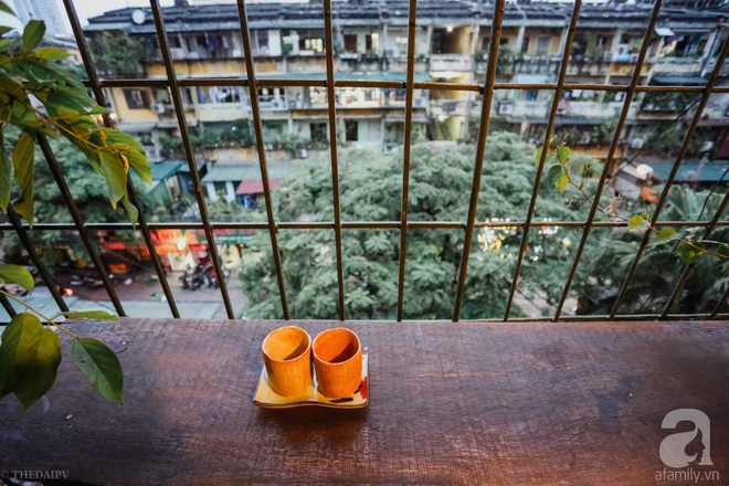 Thời gian như ngừng trôi khi ngắm nhìn căn hộ tập thể vỏn vẹn 30m² ở Giảng Võ, Hà Nội - Ảnh 1.
