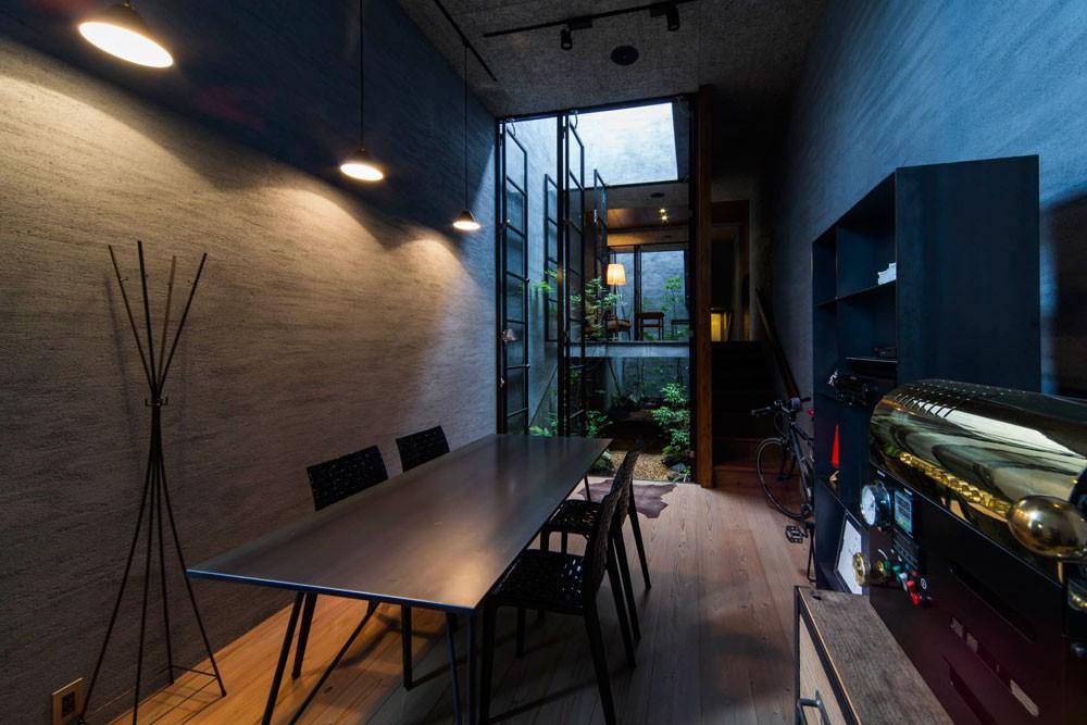 Căn nhà ống kín như bưng nhưng bên trong lại tràn ngập ánh sáng tự nhiên đến khó tin ở Nhật - Ảnh 4.