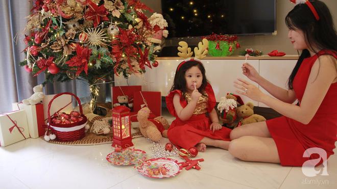 Căn hộ được trang trí Noel đẹp lung linh, món quà của người mẹ tặng con gái ở Q7, Sài Gòn - Ảnh 1.