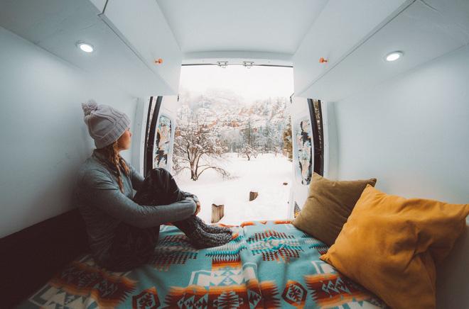 Những ai thích đi du lịch, cuộc sống chỉ cần một chiếc ô tô với nội thất cần thiết bên trong là đủ - Ảnh 9.