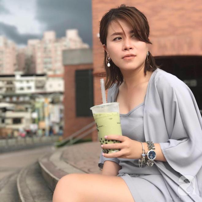 Ngắm căn hộ 60m2 đẹp nữ tính và ngọt ngào của nữ đạo diễn trẻ ở Sài Gòn - Ảnh 1.