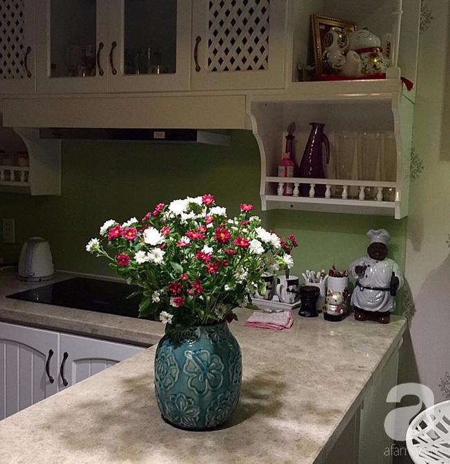 Ghé thăm căn hộ đẹp bình yên, trong trẻo đến lạ thường của người phụ nữ yêu hoa ở TP HCM - Ảnh 17.