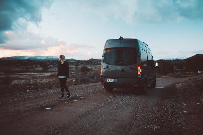 Những ai thích đi du lịch, cuộc sống chỉ cần một chiếc ô tô với nội thất cần thiết bên trong là đủ - Ảnh 4.