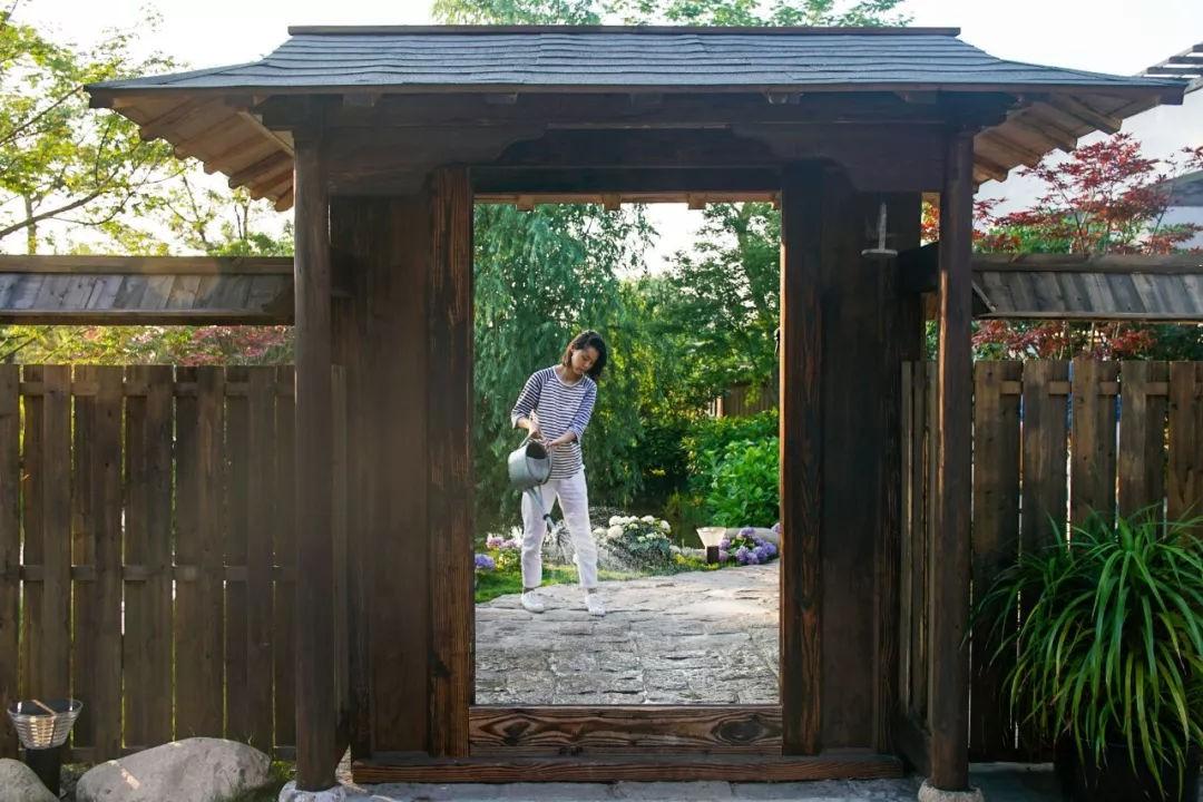 Ngôi nhà vườn rộng 4000m² đẹp bình yên được cải tạo từ mảnh đất toàn rác nhờ sự đồng lòng của hai vợ chồng bỏ phố về quê - Ảnh 16.