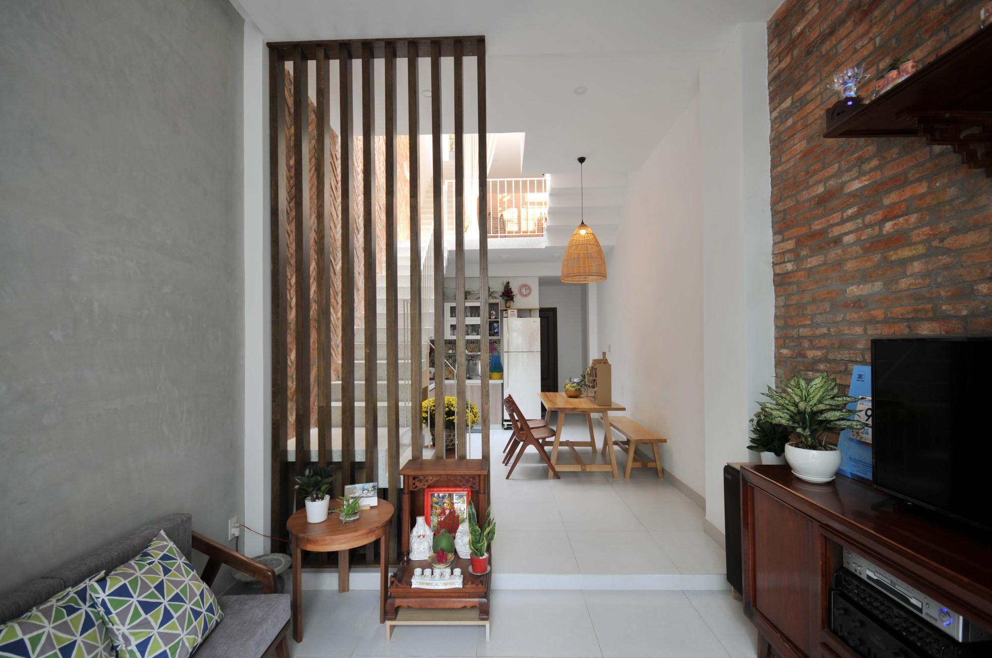 Câu chuyện về mảnh đất giá 10 ngàn rưỡi và ngôi nhà ống trong hẻm có thiết kế cực hợp lý ở Sài Gòn - Ảnh 3.