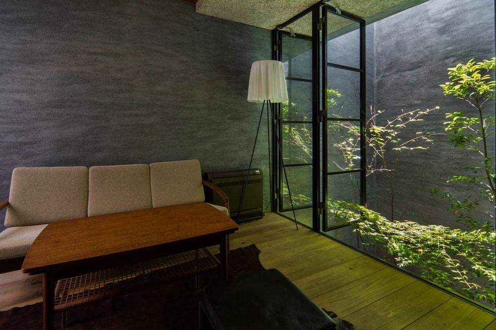 Căn nhà ống kín như bưng nhưng bên trong lại tràn ngập ánh sáng tự nhiên đến khó tin ở Nhật - Ảnh 8.