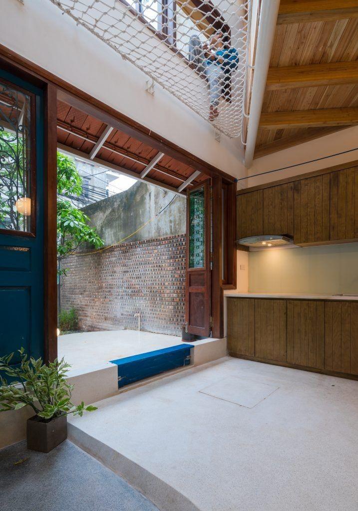 Ngôi nhà 30m² ở Tây Hồ, Hà Nội cho thấy: Khi hiện đại gặp xưa cũ sẽ tạo nên điều vô cùng kì diệu - Ảnh 5.
