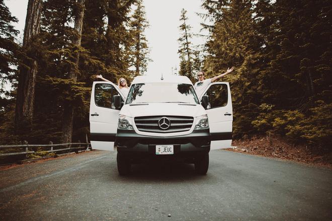 Những ai thích đi du lịch, cuộc sống chỉ cần một chiếc ô tô với nội thất cần thiết bên trong là đủ - Ảnh 2.