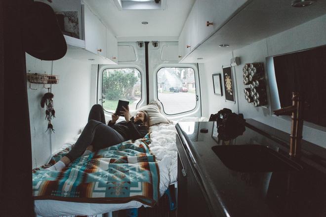 Những ai thích đi du lịch, cuộc sống chỉ cần một chiếc ô tô với nội thất cần thiết bên trong là đủ - Ảnh 11.