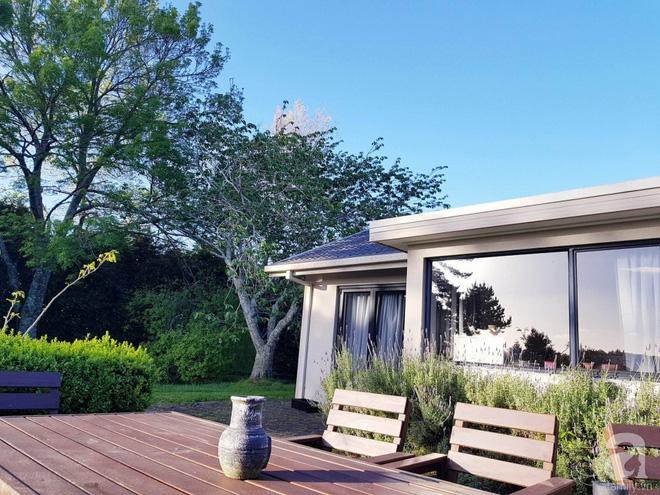 Choáng ngợp trước ngôi nhà vườn xanh mát bóng cây, rộng 7600m² của cô dâu Việt tại New Zealand - Ảnh 4.
