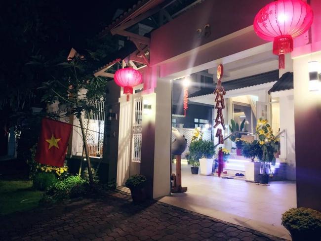 Biệt thự triệu đô ven sông với vườn rau xanh ngắt rộng đến 100m² của cặp vợ chồng hot nhất showbiz Việt: Thủy Tiên – Công Vinh - Ảnh 1.