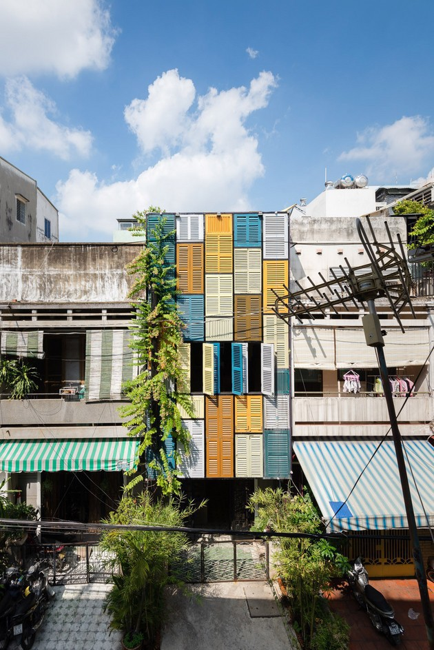 Ngôi nhà ống hơn 50 năm dầm mưa dãi nắng nay lột xác đẹp đến ngỡ ngàng ở quận 3, Sài Gòn - Ảnh 4.