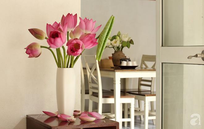 Ngôi nhà phố góc nào cũng xinh xắn và lãng mạn với hoa tươi của người phụ nữ Hà Thành - Ảnh 16.