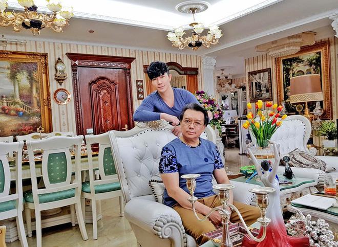 Chiêm ngưỡng ngôi nhà dát vàng triệu đô của nam ca sĩ Nathan Lee ở Hà Nội - Ảnh 11.