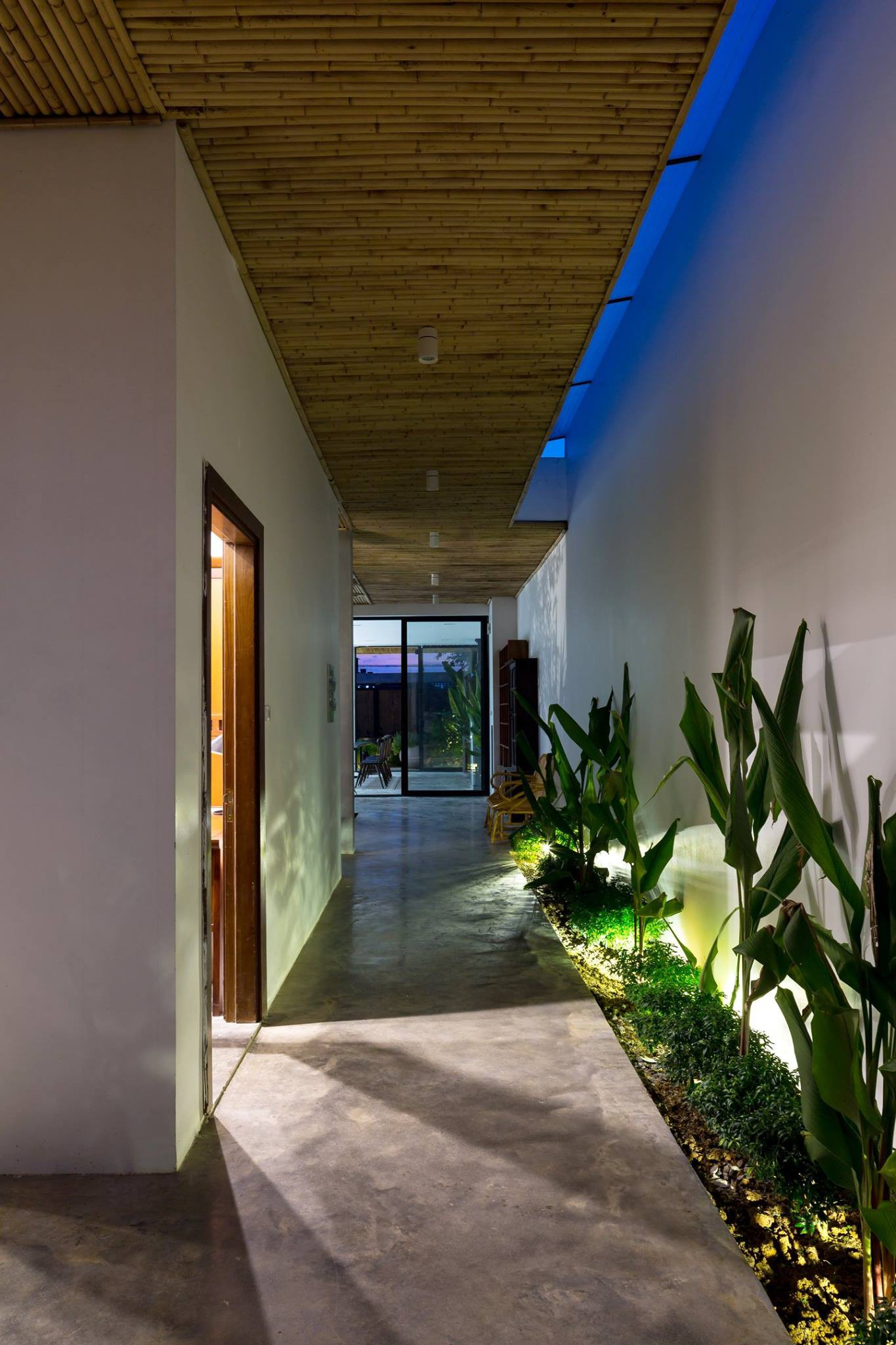 Ngôi nhà cấp 4 chan hòa ánh nắng và cây xanh mang lại vẻ yên bình đến khó tin ở Hà Nội - Ảnh 5.
