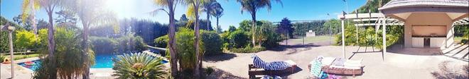 Choáng ngợp trước ngôi nhà vườn xanh mát bóng cây, rộng 7600m² của cô dâu Việt tại New Zealand - Ảnh 7.