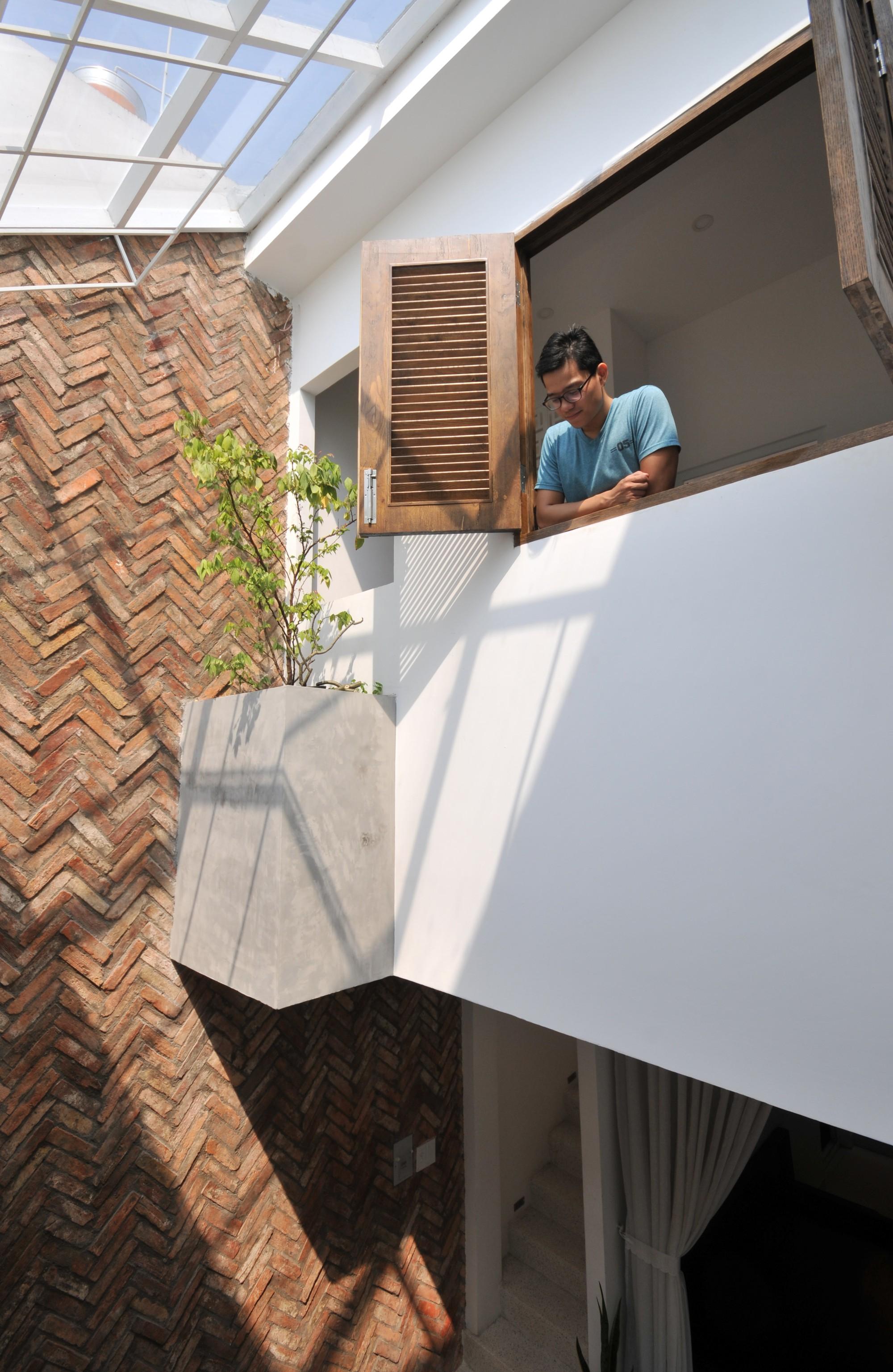 Câu chuyện về mảnh đất giá 10 ngàn rưỡi và ngôi nhà ống trong hẻm có thiết kế cực hợp lý ở Sài Gòn - Ảnh 8.