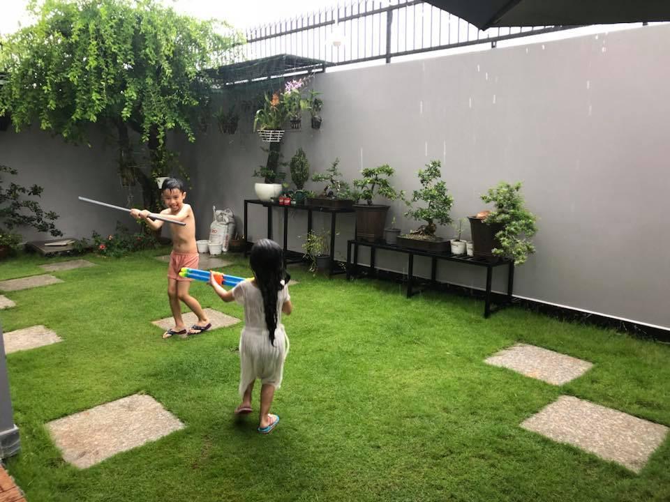 Ngắm căn biệt thự với sân vườn xanh mướt và ngập tràn tiếng cười của vợ chồng MC Ốc Thanh Vân - Ảnh 4.